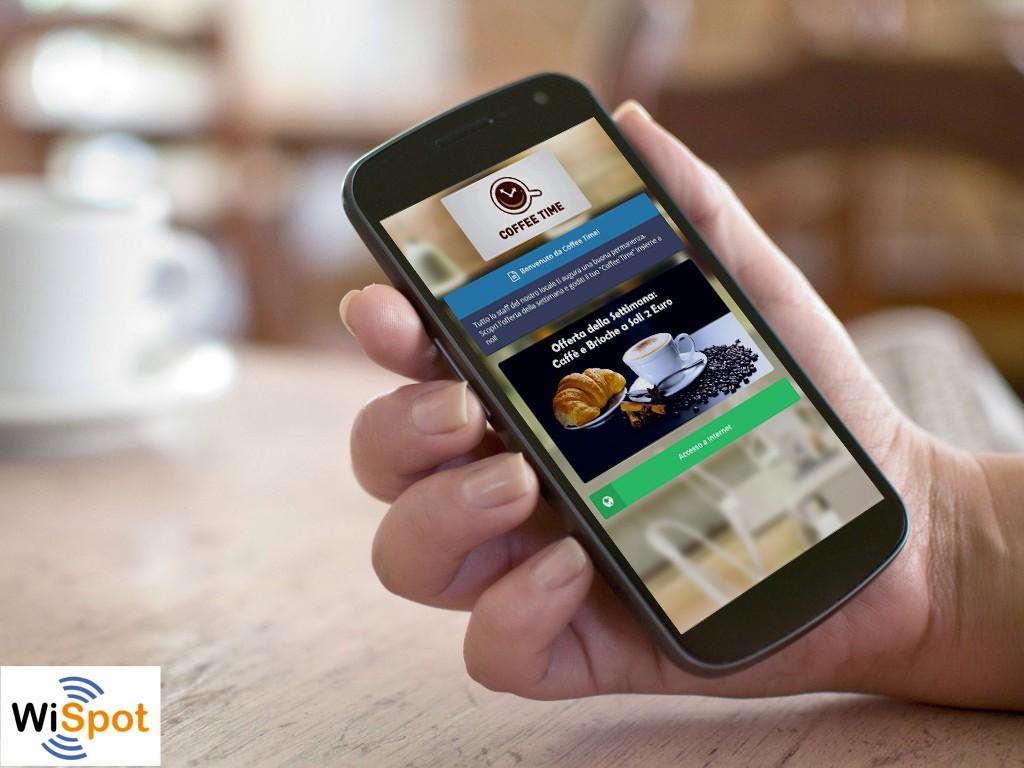 Mano che regge uno smartphone su cui è visualizzata la Guest Portal, la pagina di benvenuto con widget che caratterizza gli hotspot WiFi di WiSpot.