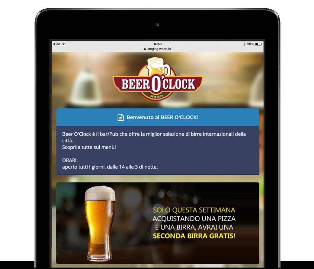 Una pagina di benvenuto di WiSpot visualizzata su tablet e contenente un banner promozionale della location.