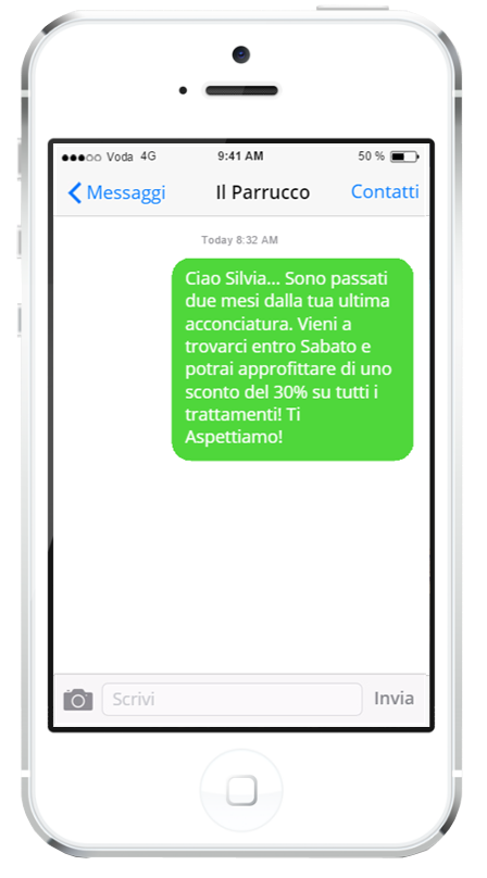 Un iPhone 7 su cui è visualizzato un messaggio promzoionale per una cliente di un parrucchiere.